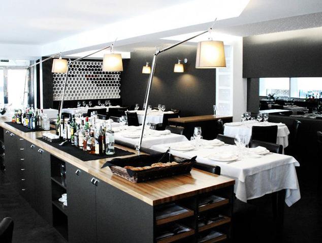 Interior del restaurant Tresmacarrons del Masnou