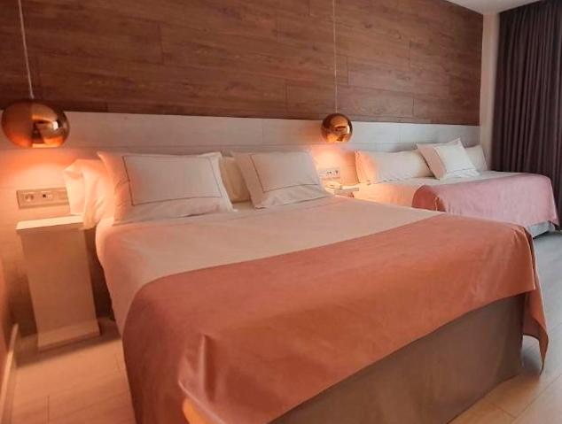 Una de les habitacions del Hotel Bernat II de Calella
