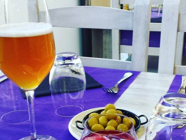Detall d'una taula del restaurant Som Terra de Mataró