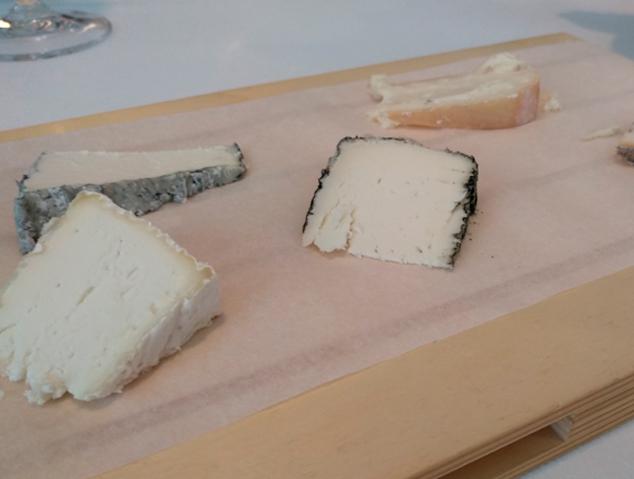 Taula de formatges del restaurant Tresmacarrons del Masnou