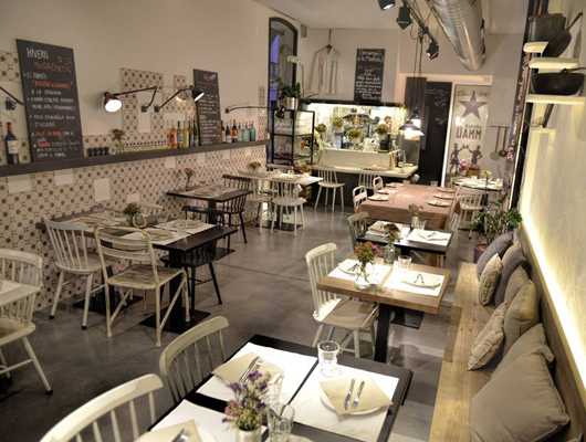 Interior del restaurant La Marineta de Mataró