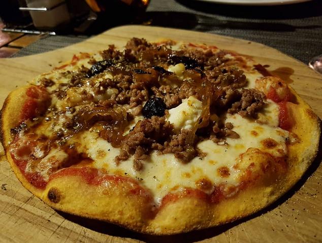 Una pitzza artesana de la Pizzeria de l'Hort de Cabrils