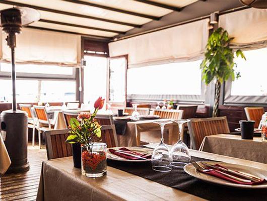 Interior del restaurant Saloma del Port del Masnou