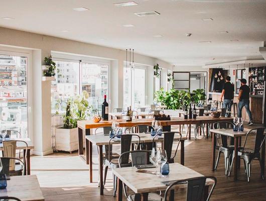 Interior del restaurant Dynamic de Caldes d'Estrac