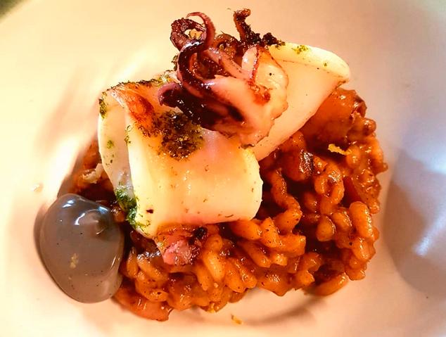Arròs de calamar amb maionesa de la seva tinta - La Marineta (Mataró)