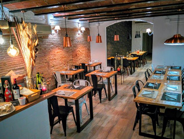 Interior del restaurant La Julia de Masnou
