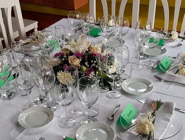 Taula de grup del restaurant Arrels de Premià de Dalt