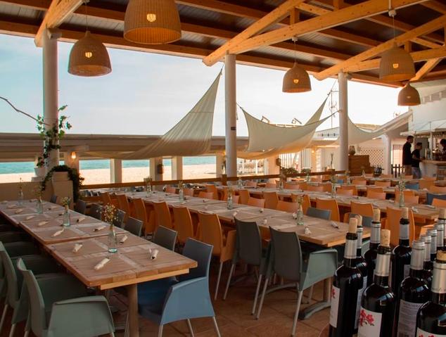 Menjador del restaurant Emporium Lounge de Montgat