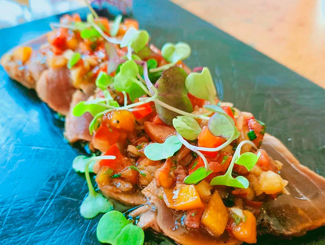 Tataki de tonyina del Jardí del Vellard a Caldes d'Estrac