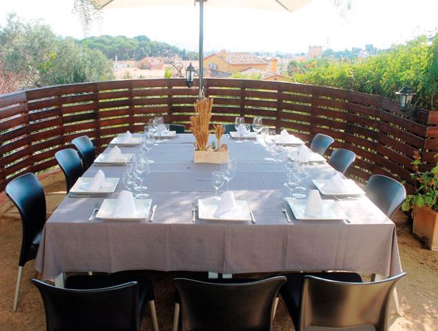 Una taula a la terrassa del restaurant Papageno by Nomad de Cabrera de Mar