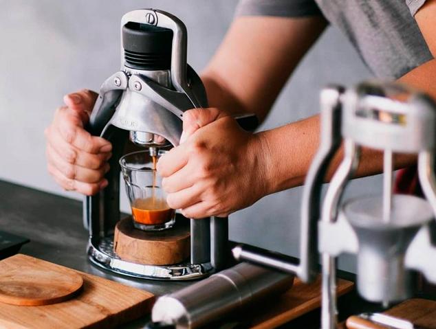 Una màquina de cafè espresso manual