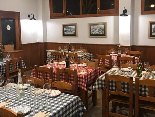 Menjador interior del restaurant Les13 d'Arenys de Mar