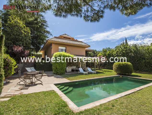 Luxury Properties by Best Maresme. Cabrils: Estil en estat pur
