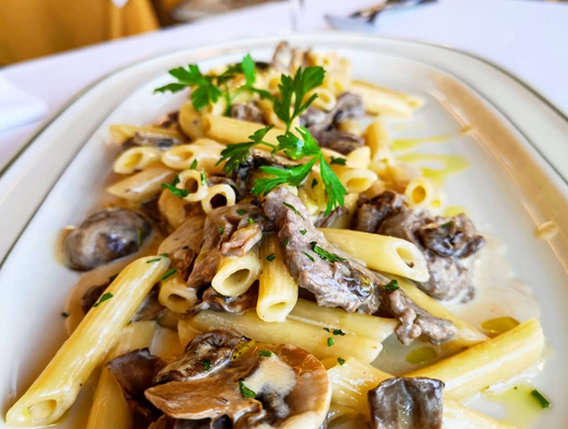 Un plat de macarrons gourmet del Giò&Pòsit d'Arenys de Mar