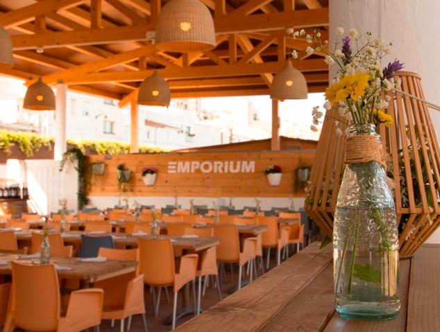Interior del restaurant Emporium Lounge de Montgat