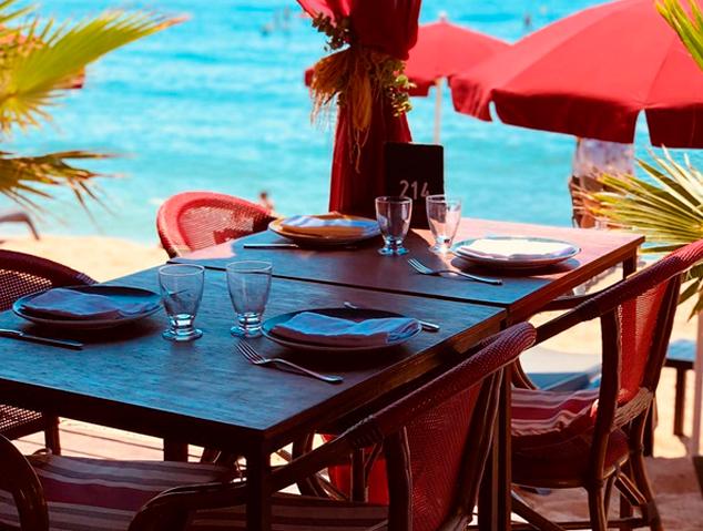 Una de les taules del restaurant Ostres Quin Raconet...