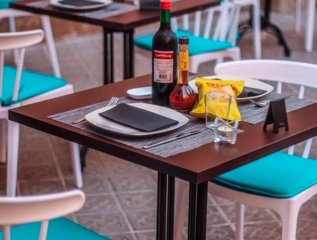 Una taula preparada per fer el vermut al restaurant El Palauet d'Arenys