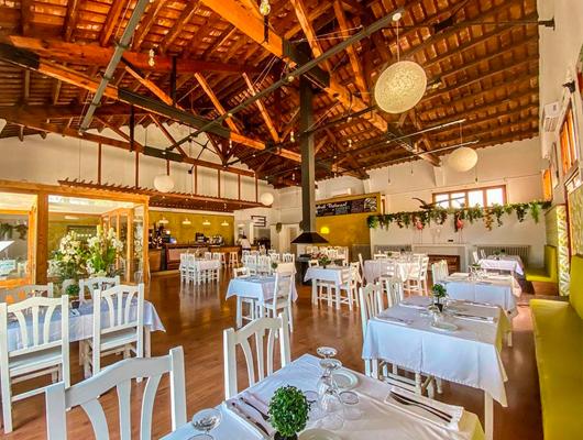 Interior del restaurant Arrels de Premià de Dalt