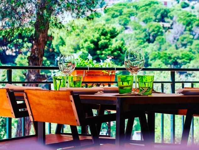 Una de les taules del restaurant Els Garrofers d'Alella