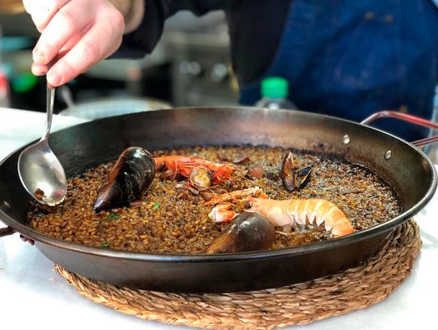 Una paella del restaurant Palomino Fino de Mataró