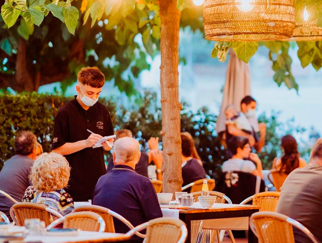 Terrassa del restaurant Sant Jaume de Premia de Dalt
