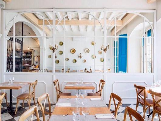 Interior del restaurant Blau de Mar d'Arenys de Mar