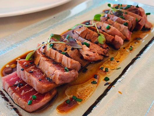 Tataki de tonyina del restaurant Blau de Mar d'Arenys de Mar