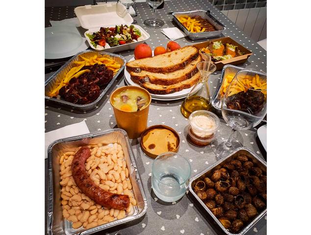 Una taula take away dels restaurant Xeflis de Cabrils