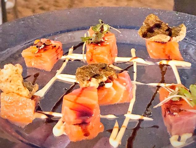Un plat de salmó del Mío Beach Club