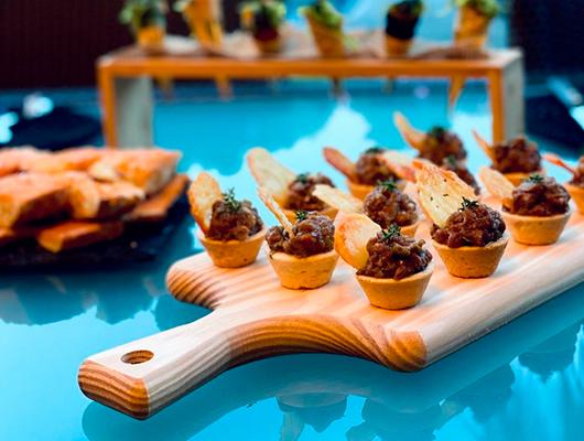 Una taula preparada per en Carles Nogués