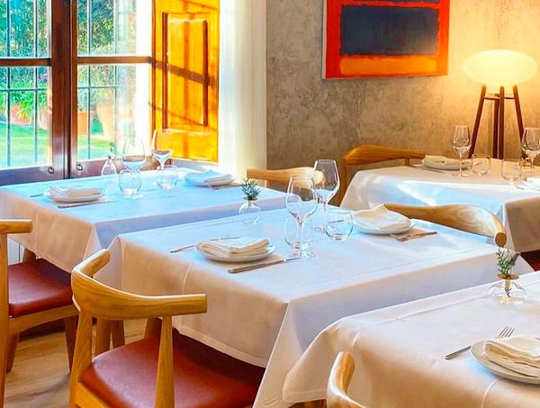 Interior del restaurant Can de Baix a Cabrils
