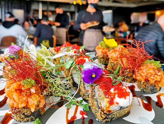 Un plat de sushi de l'Urban Village Maresme