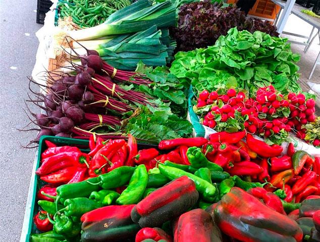 Verdura al mercat dels diumenges de Vilassar de Mar